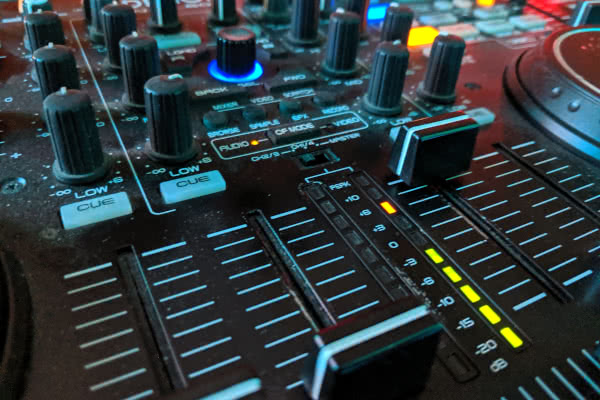 denon mixing desk MC7000