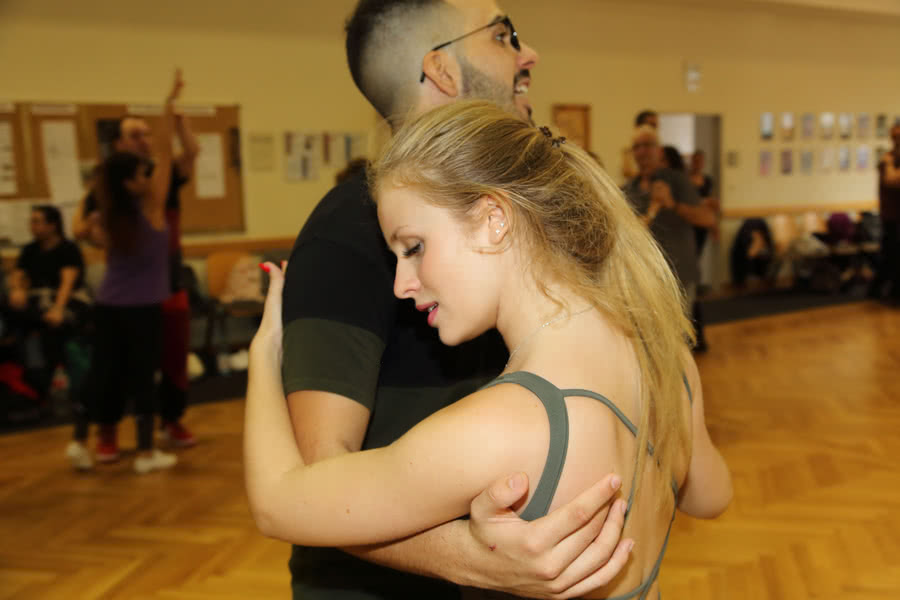 Victor Martos and Helena Menassa teching Bachata